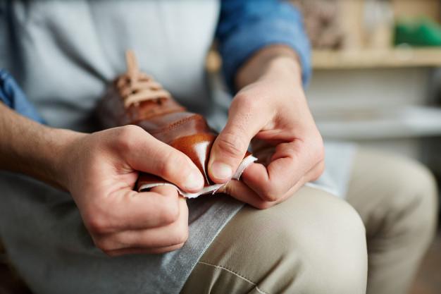 Como limpar e manter os seus sapatos de couro sempre perfeitos e brilhantes: um guia passo a passo